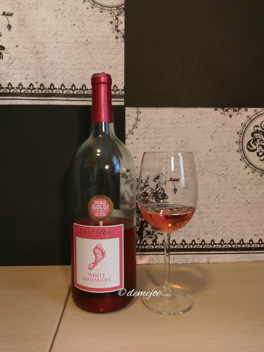 Barefoot Wines White Zinfandel – Demejo's Wine and Writing